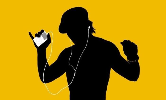 Apple IPod Turns 15, Still Makes People Groove