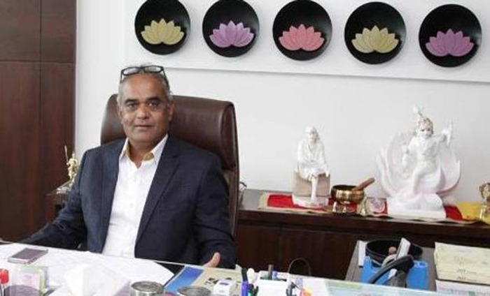 Renowned Surat Diamond Tycoon Presents Cars And Flats To Employees On Diwali