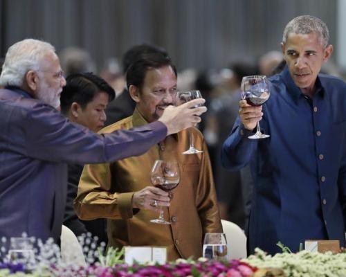 Check Out: Modi And Obama Bromancing At Laos