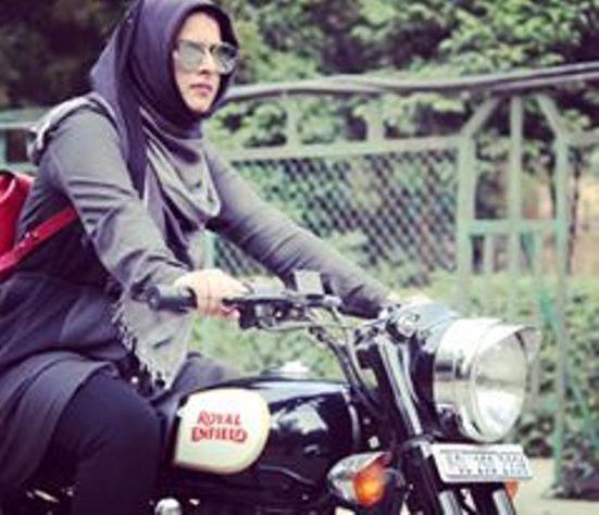 Breaking Barriers : Meet Roshni Misbah, Delhi's Very Own 'Hijabi Biker'