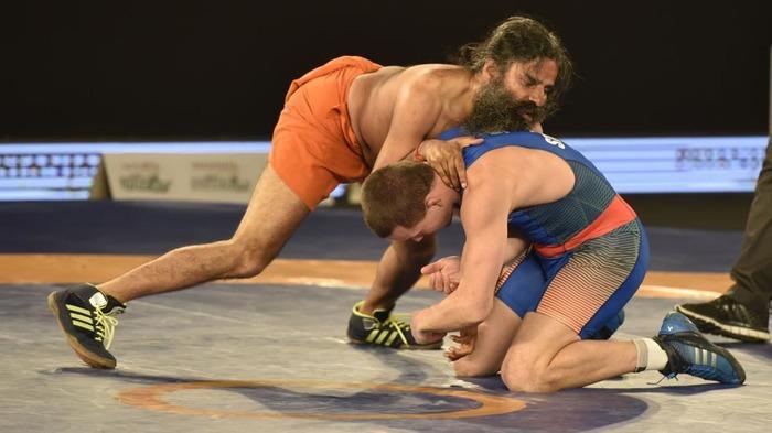 Baba Ramdev Beats  Olympic Wrestler Andrey Stadnik, Proves 'Power Of Yoga'