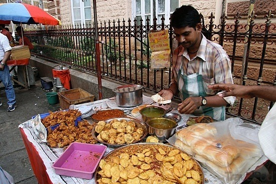 Best Street Food Places In Mumbai For A Complete 'Mumbaiyaa' Experience