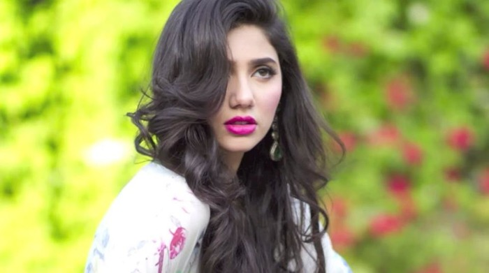 Make A Lasting Classy Impression, Here's Perfecting Mahira Khan's Look