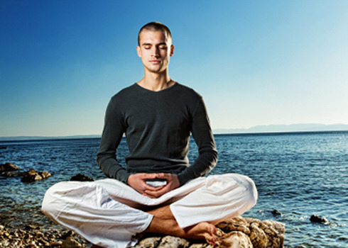 8 Ways How Meditation Helps You Connect Within
