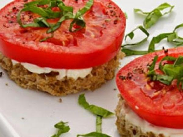 Healthy Snack: Easy and Healthy Vegetarian Snack Recipes:  Tomato & Basil Finger Sandwiches
