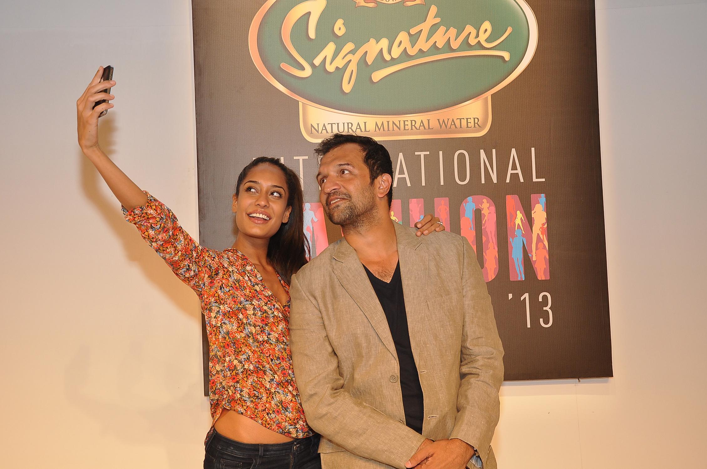 Signature International Fashion Weekend 2013 Jacqueline, Kangana, Nargis, Sara, Sonam -8839