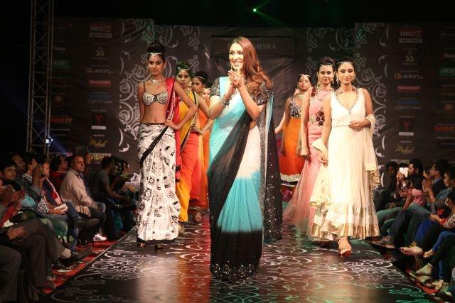 Pooja Misrras Show At India Lifestyle And Bridal Fashion Week