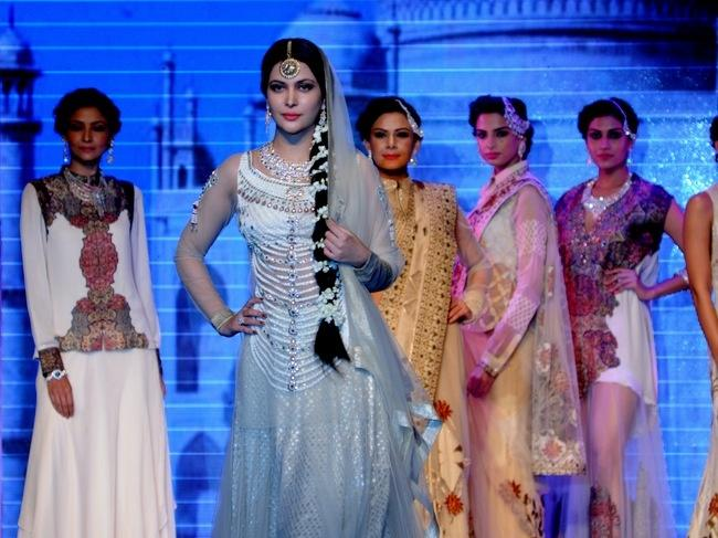 Shraddha Arya Hot Beautiful Photos That Will Make Your Day: IIJW 2014: Ameesha Patel, Neha Dhupia Walk The Ramp