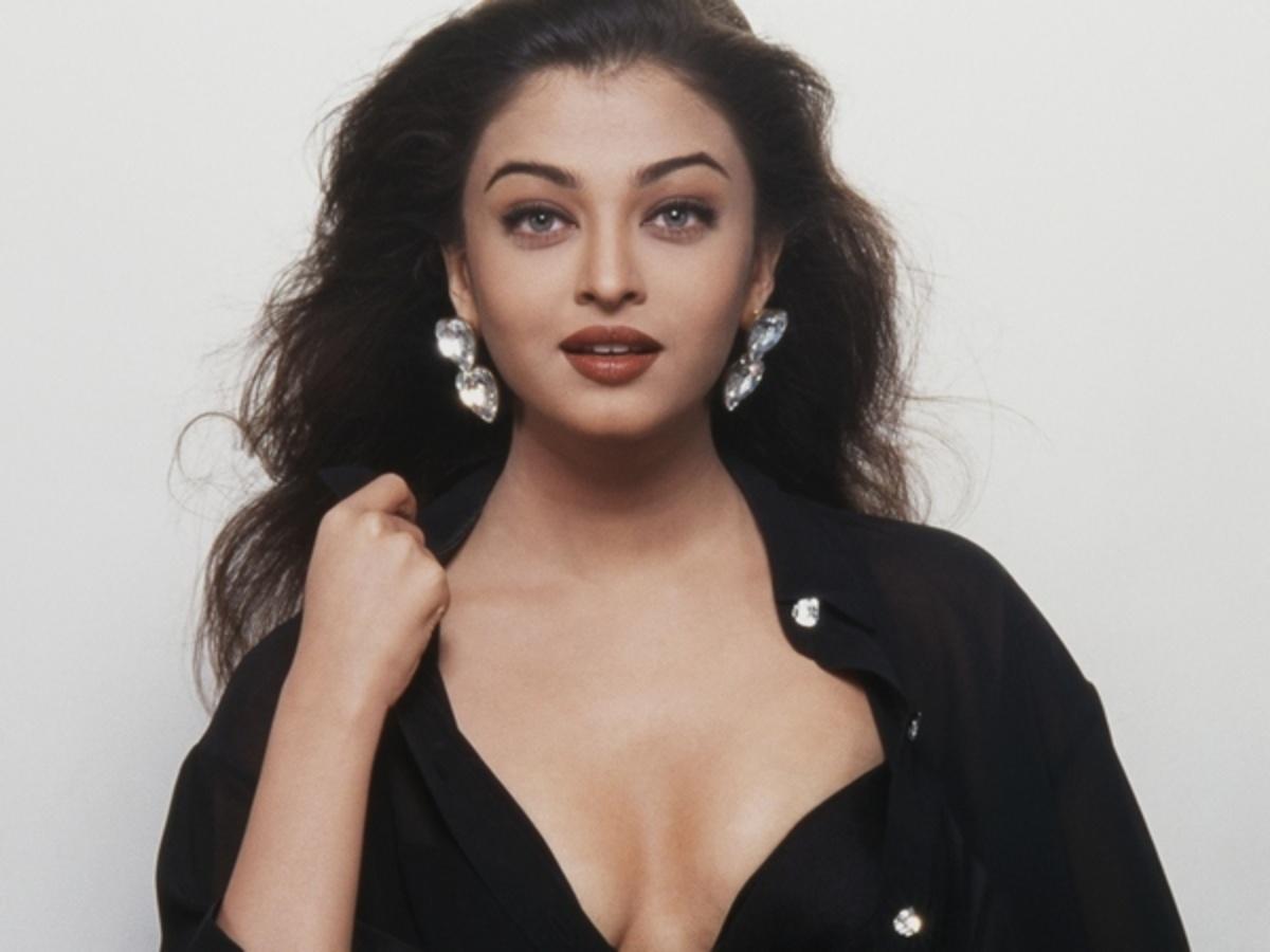 7 GORGEOUS Vintage Shots Of Aishwarya