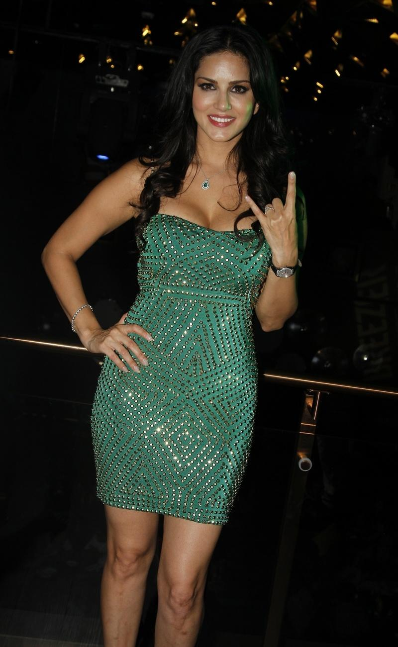 Sexy Sunny Leone Parties In Little Green Dress-1510