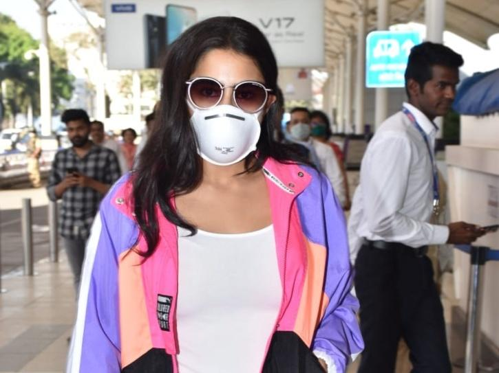 Sara Ali Khan Puts Safety First, Wears A Mask At The Airport