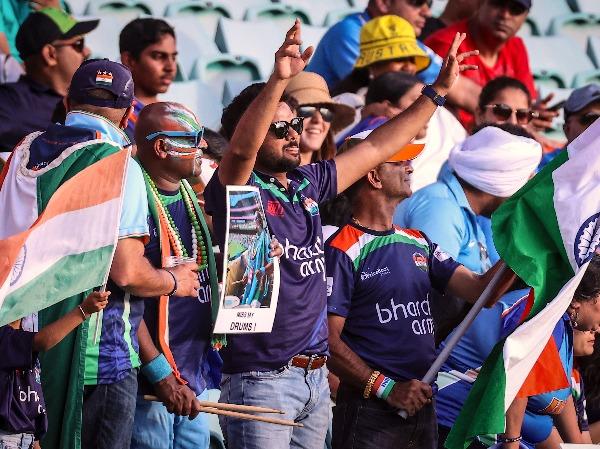 india-austalia-fans