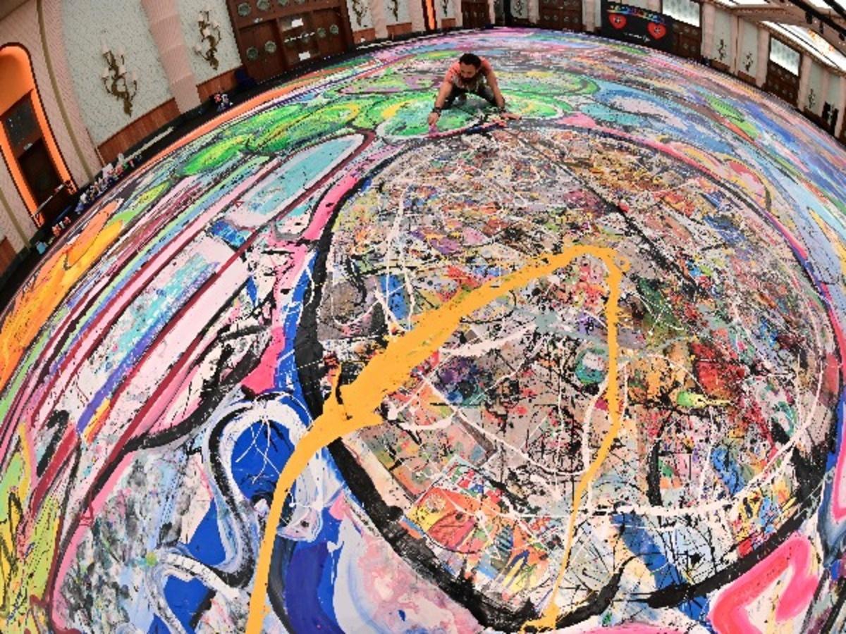 World's Biggest Canvas Painting By Sacha Jafri
