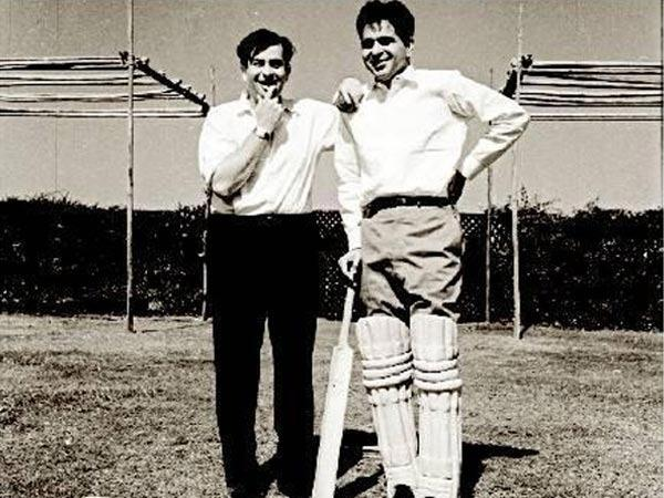 Raj Kapoor and Dilip Kumar during the cricket match